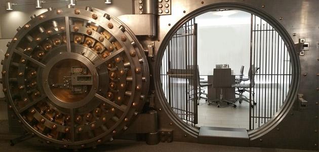 Koniec bankowych skrytek? Nadchodzi era złota i skarbców wartych miliony